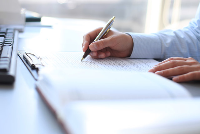 Podpisanie aktu notarialnego – na co zwrócić uwagę?